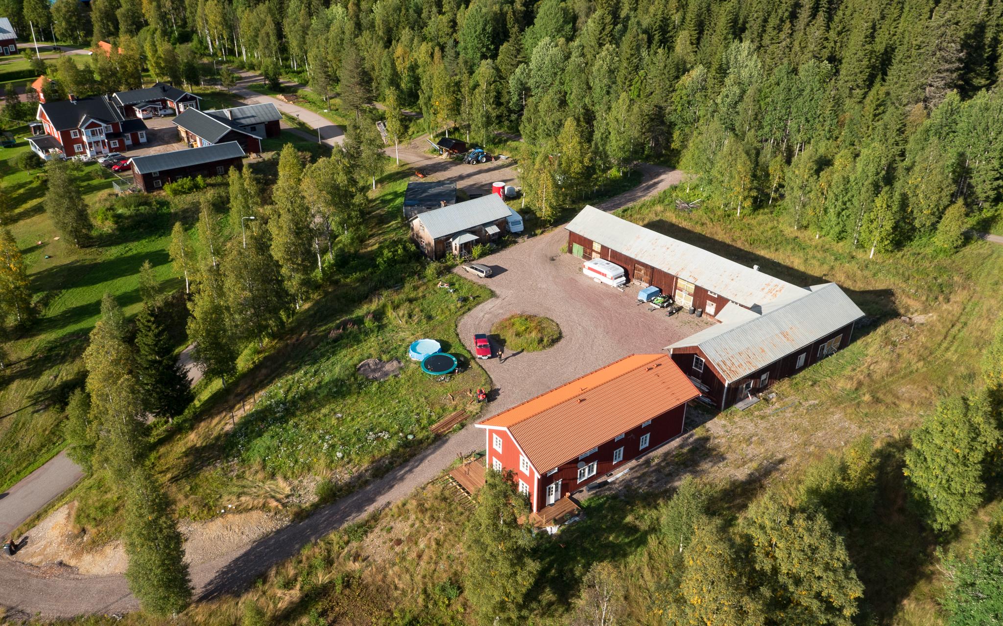 Flygfotografering av en gård i Dalarna